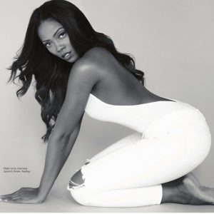 See fans' epic reactions as Tiwa Savage goes on both knees to greet Madam Kofo