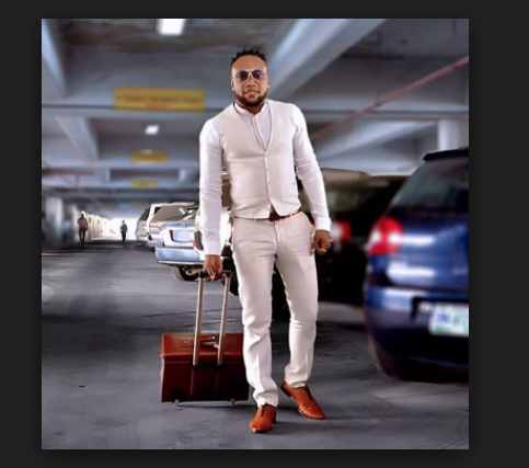 Photo of Too much money? Kcee displays wads of cash on Instagram after 'stealing dollars' [VIDEO/PHOTOS]