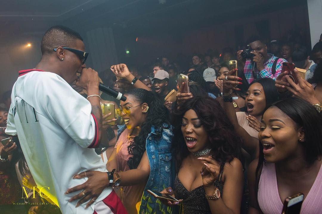 Wizkid uses Nigerian jollof, puff puff to woo fans to his free show #SFTOS in UK