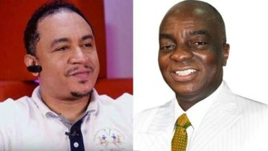 "Photo of Daddy Freeze apologizes to Bishop Oyedepo for calling him a ""Bald-headed fowl"""