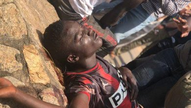 Photo of Pro SARS Protesters and #EndSARs Protesters clash in Abuja, many injured