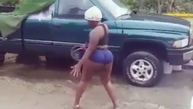 Why Guys Patronize This Female Car Washer